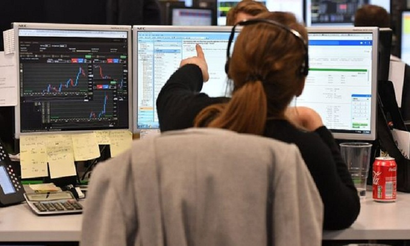 Pound slides to four-month low after Brexit talks end