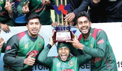 Tigers break trophy jinx