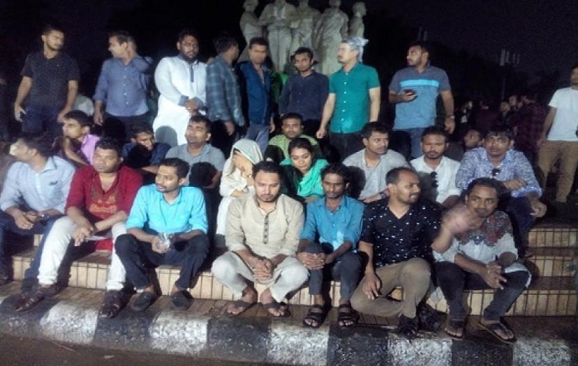 Post-deprived BCL faction begins hunger strike at Raju sculpture  protesting 'fresh assault'