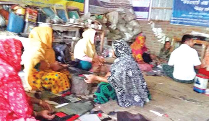 Rajshahi female shoe makers passing busy time ahead of Eid