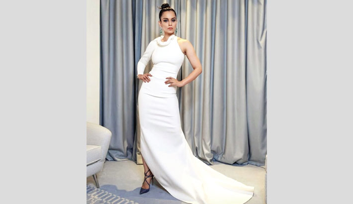 Kangana dazzles in white ensemble for the gala event