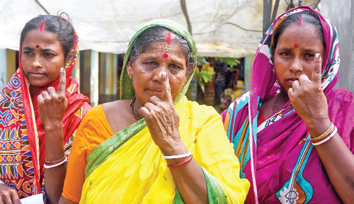 Indian island residents vote with sinking hearts
