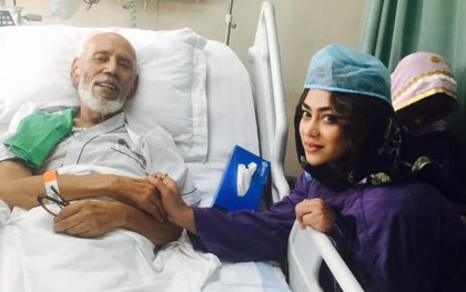 Popy visits ailing actor ATM Shamsuzzaman