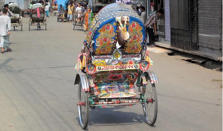 Locals protest cheque dishnour case against Cumilla rickshaw-puller