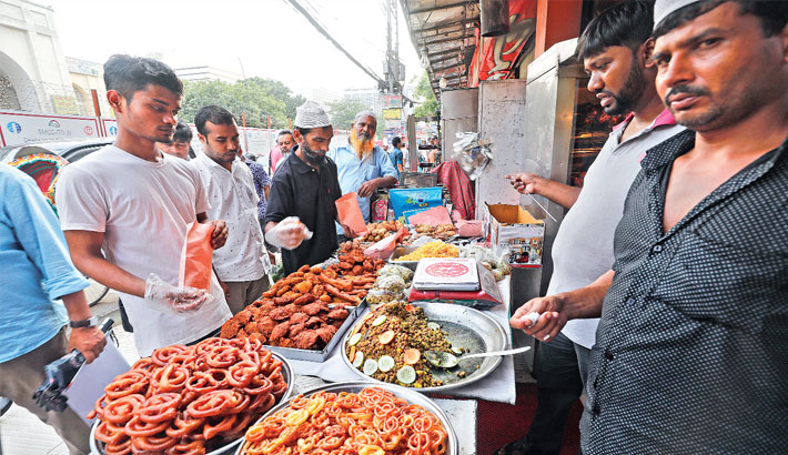 Sale of unhygienic  iftar items continues