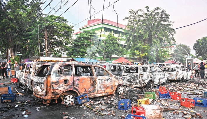 Six die as Indonesia plunges into post-election violence