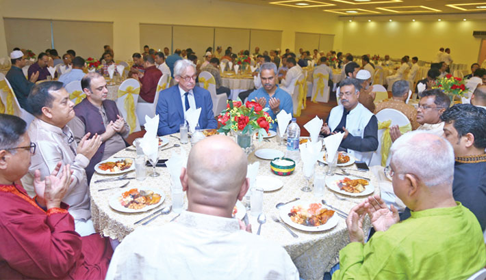 DBCCI hosts Iftar party