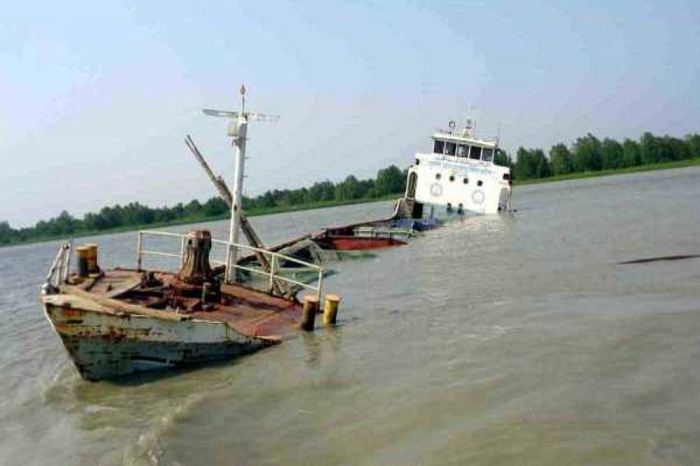 Lighter vessel loaded with stone capsizes in Karnaphuli