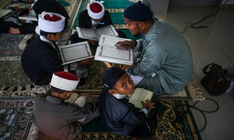 Mass Koran reading in Malaysia to mark sacred date