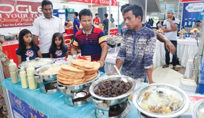 Delicacies draw crowds at ICCB Iftar Bazar