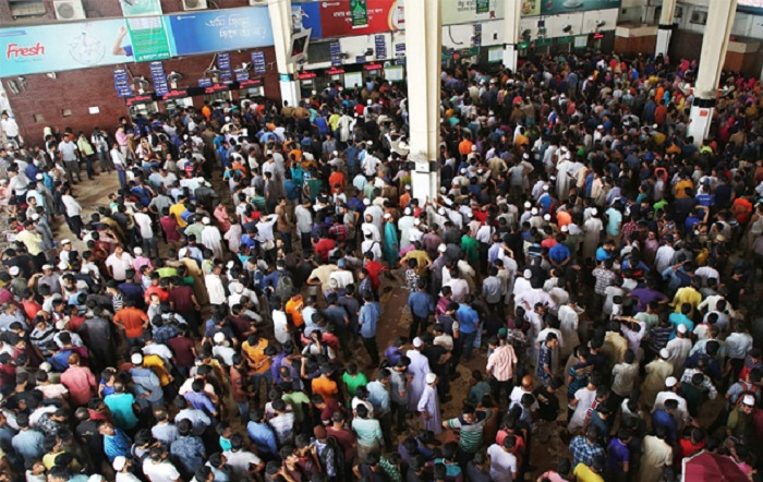 Huge rush at Kamalapur railway station for advance tickets