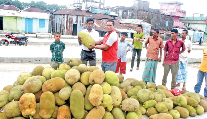 Traders put on display jackfruits for sale