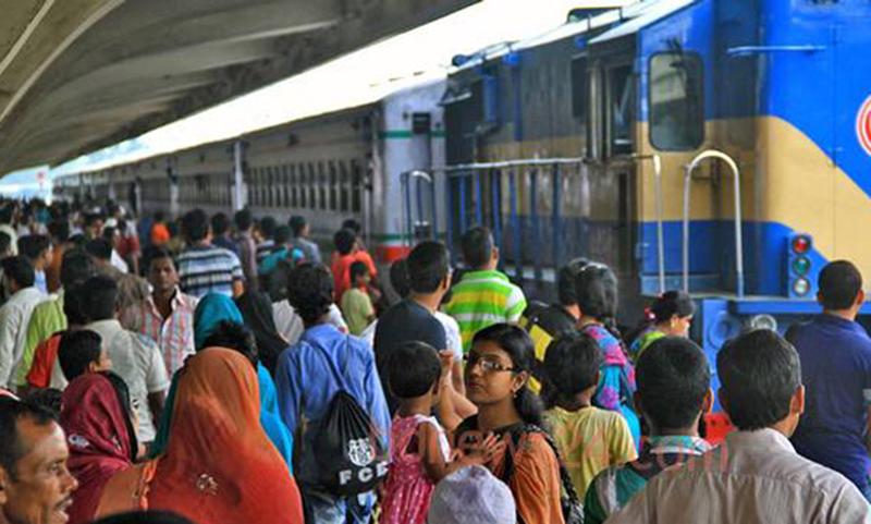 Most trains leave Kamalapur Station on time amid Eid rush