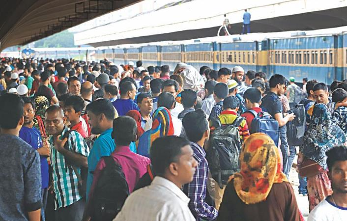 Eid rush: 3 trains run behind schedule