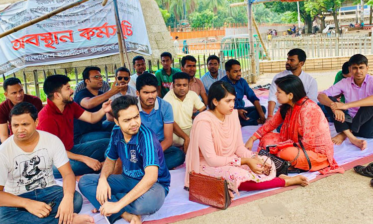 'Post-deprived' BCL faction continues protest on Eid Day