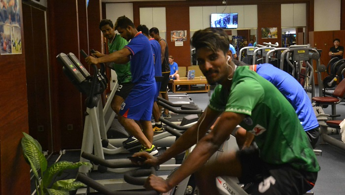 Bangladeshi footballers hold last training session in Laos