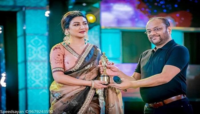 Jaya gets best actress award