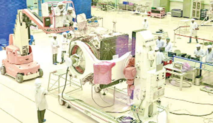 India unveils spacecraft for moon-landing mission
