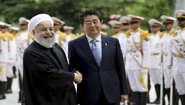 In Tehran, Japan's Abe urges Iran to play 'constructive role'