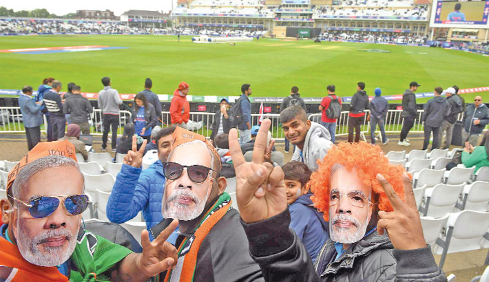 Indian supporters wear masks of Indian Prime Minister Narendra Modi