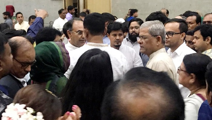 Fakhrul, Abbas injured in fall from wedding stage