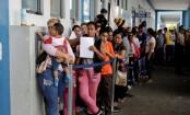 Venezuela crisis: Migrants dash to cross Peru border