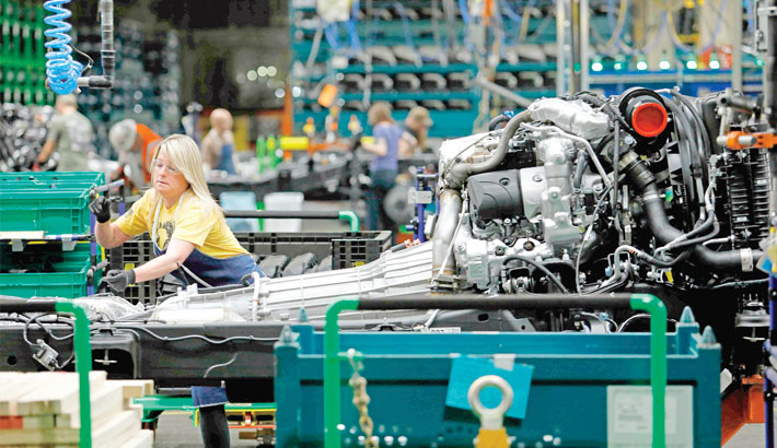 US industrial output  rebounds in May