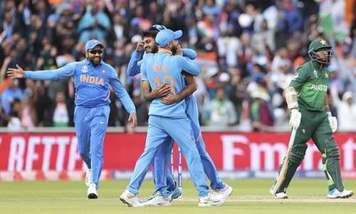 Pakistani batsmen suffer trademark meltdown, five-down against India