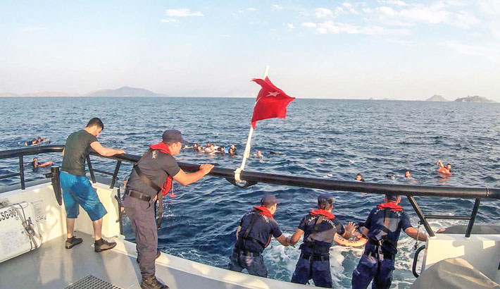 12 die after  migrant boat  sinks off Turkey
