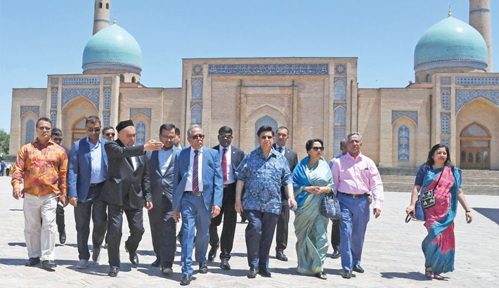 President visits textile factory, museum in Tashkent