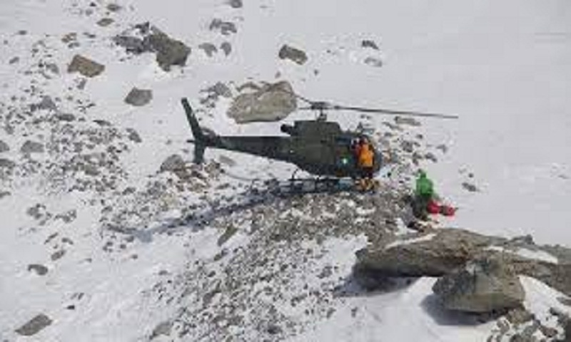 Pakistani climber killed, Italians injured by avalanche