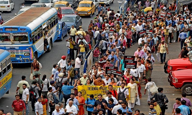 Doctors call off strike after Mamata Banerjee accepts most demands