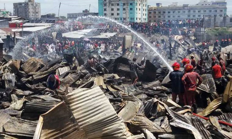 100 shanties gutted in Chattogram market fire