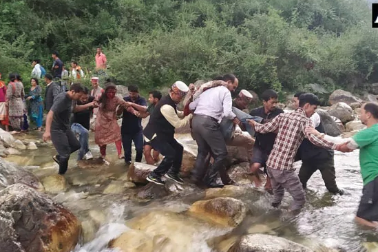 25 dead, 35 injured as bus falls in gorge in Himachal