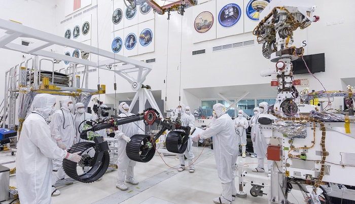 NASA engineers install wheels on Mars 2020 rover