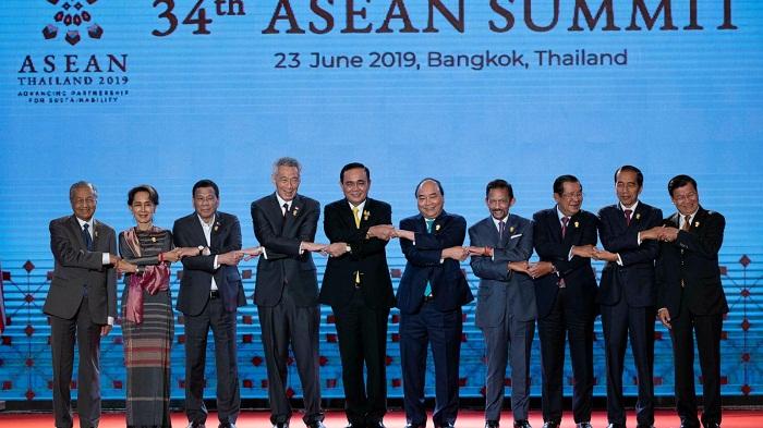 ASEAN leaders call for restraint amid sea row, US-China rift