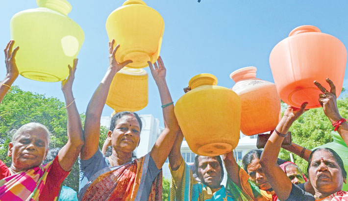 Indian women with empty plastic pots protest as they demand drinking water