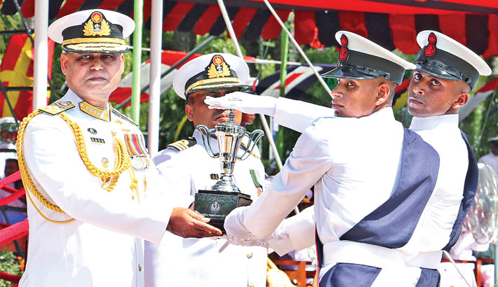 Hands over 'Naval Chief Award'