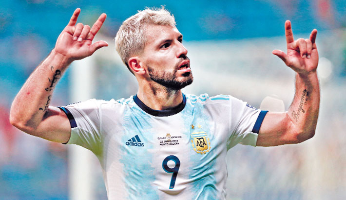 Aguero, Martinez fire Argentina into quarters