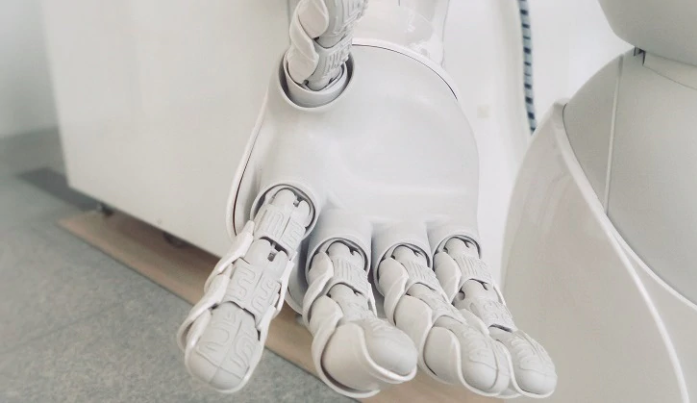 This AI-enabled robotic arm packs boxes quickly