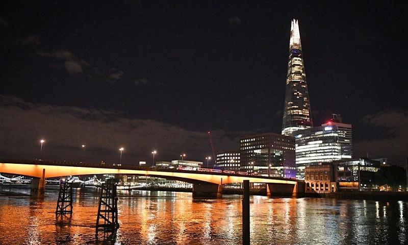 Chaos and killings: 10 minutes at London Bridge