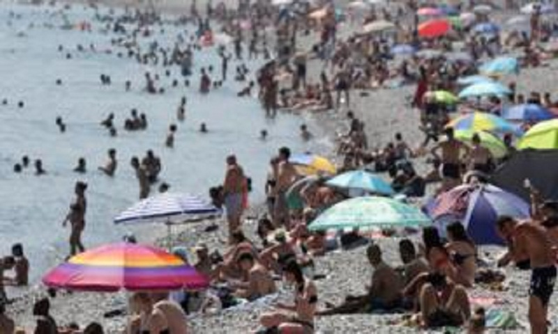 European heatwave: Temperature may pass highest on record in France
