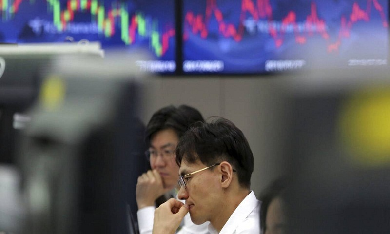 Asian stocks fall ahead of monthly employment data in US