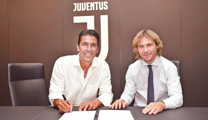 Buffon returns  to Juventus