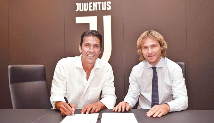 Buffon returns  to Juventus