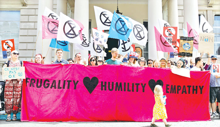 """Demonstrators from the """"Extinction Rebellion"""" climate environmental activist group"""