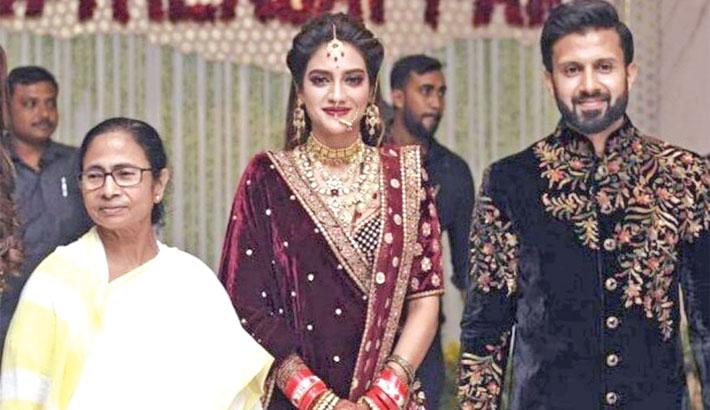 Mamata attends Nusrat wedding reception