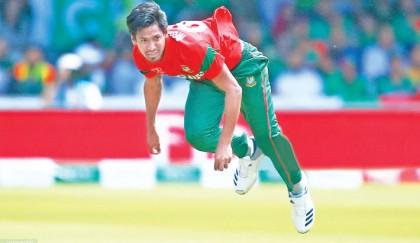 Pakistan skid off WC race