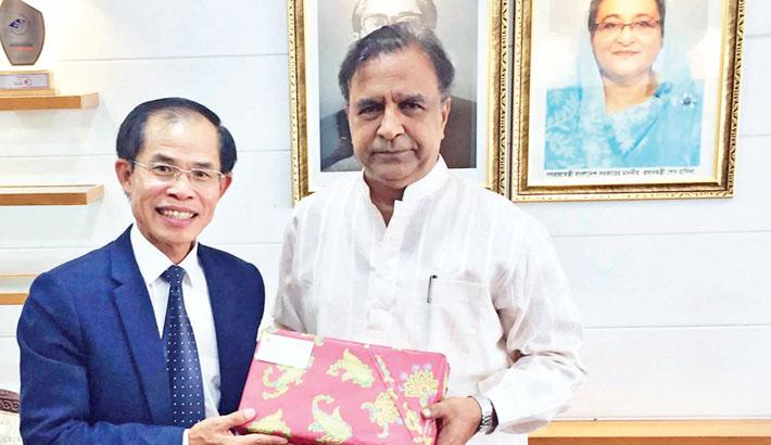 Ambassador of Vietnam Tran Van Khoa calls on State Minister for Cultural Affairs KM Khalid