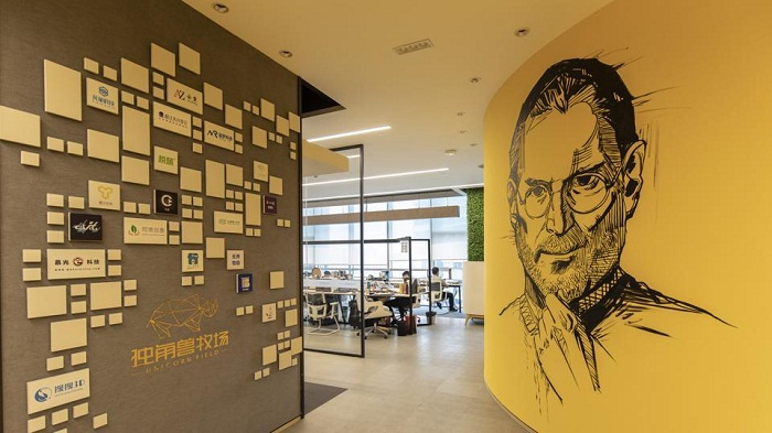 Steve Jobs cast 'spells' to keep Apple from dying, says Bill Gates